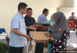 "Caretaker MB Azmin Ali organised an event at his constituencies of Bukit Antarabangsa and Gombak. He handed out cheques, laptops and tablets. At the event, he said, ""This is a compassionate state…Amin, amin, amin, don't forget to vote."""