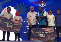 "Caretaker PM Najib Razak used an event organised by SPAD to announce 67,000 taxi drivers nationwide would receive the 1Malaysia Taxi Assistance Card (Kad Bantuan Teksi 1Malaysia), worth RM800 each. At the event he said, ""I will not forget about taxi drivers, you are a group that is close to the government's heart…Ladies and gentlemen, if all of you help me, I will definitely help you."""