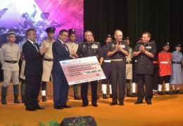 Caretaker MB Ahmad Razif gave RM100,000 to Tabung Amanah Warisan Polis (TAWP), a yearly contribution of RM50,000 to Persatuan Kebajikan Polis (Perkep), RM400 for every police family and RM200 for every single officer.